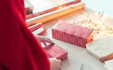 15 másodperc alatt csomagolhatsz ajándékot