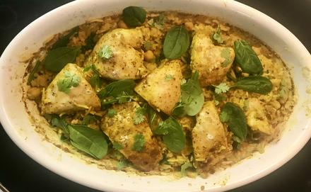 Csirkés csicseriborsó curry spenóttal
