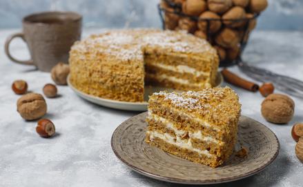 Az ünnepi asztal kedvenc édessége: Répatorta (recept)